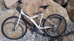 Velo btwin blanc volé dans garage de residence